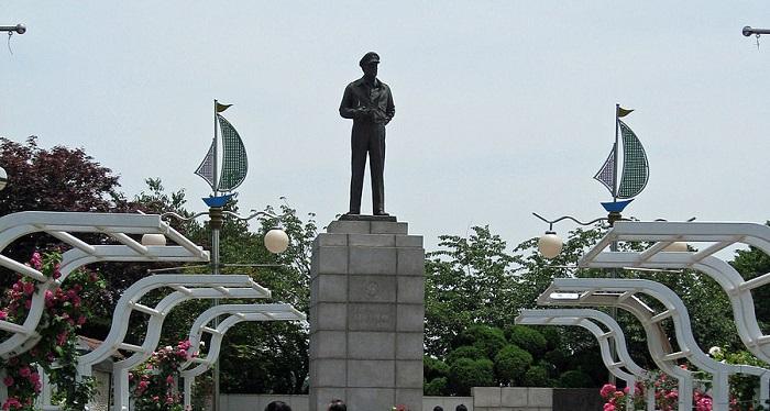マッカーサー銅像